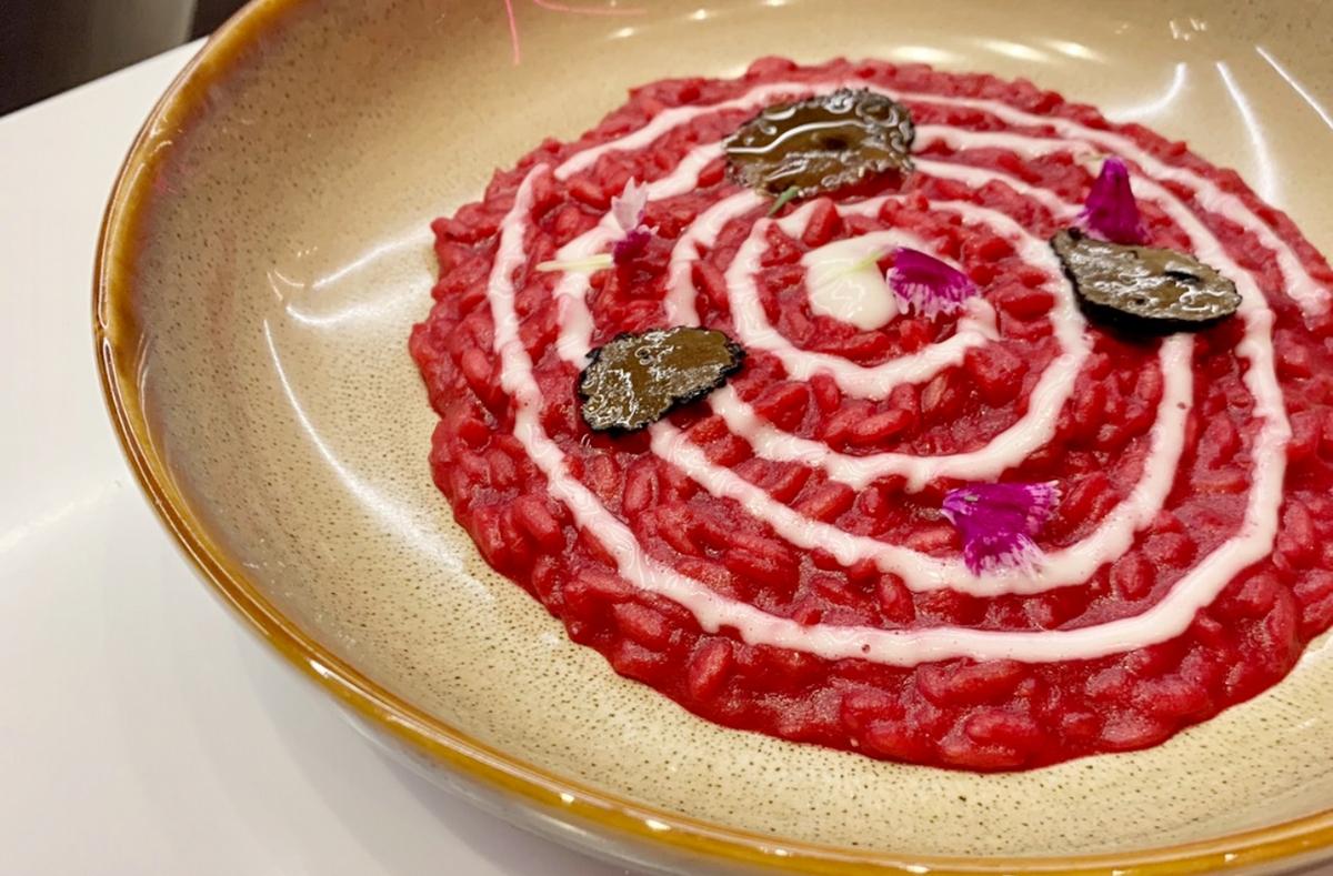 金箔牛肉可頌、糖果造型餃都必點!輕奢華餐酒館「Rhapsody狂想曲」集結夢幻早午餐、精緻料理,就像在巴黎鐵塔喝下午茶