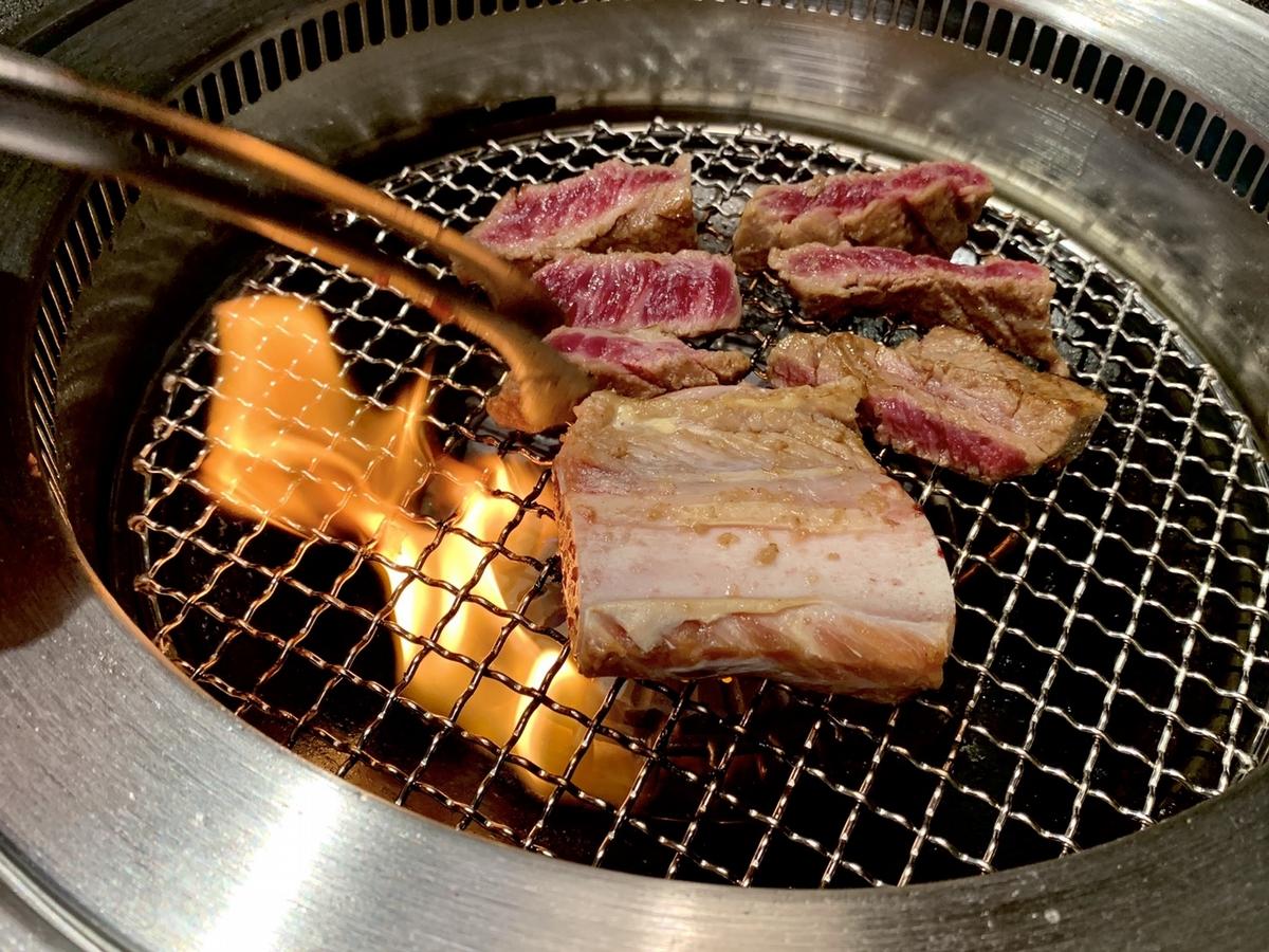 信義區韓式燒肉餐酒館「虎三同」開幕!頂級和牛套餐、聯名雞尾酒、180度美景環繞5大必吃亮點推薦,預約才吃得到