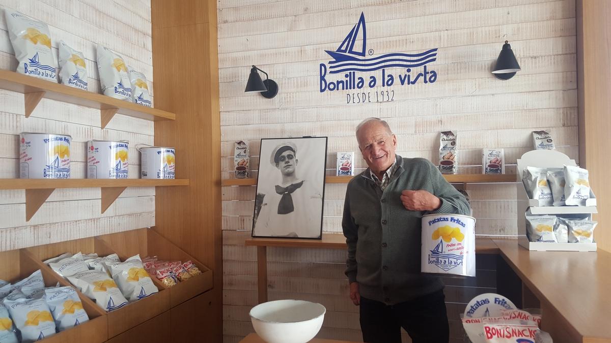 最美油漆桶馬鈴薯片「西班牙Bonilla a la Vista」台灣開賣!天然馬鈴薯+橄欖油製成,500g超大桶天天吃也不會膩
