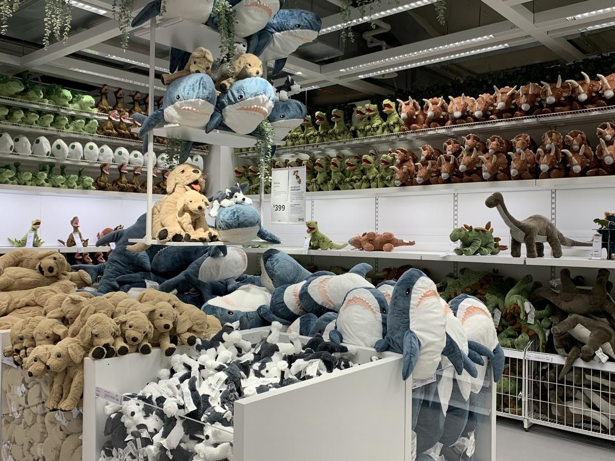 IKEA內湖店4/28盛大開幕!獨家「限量條碼T」必搶,還有限定款「芝麻鯊鯊包、24盎司丁骨牛排、荔枝玫瑰覆盆子霜淇淋」必吃