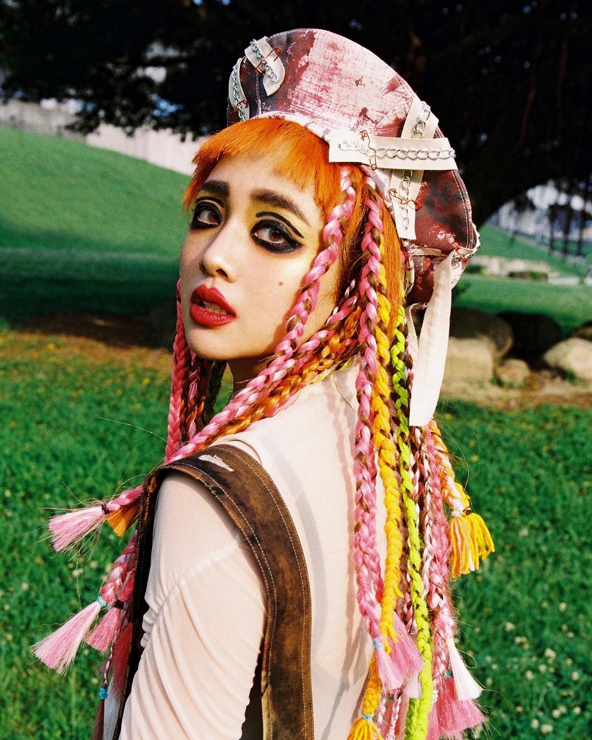 歌德芭比鬧雙胞!吳映潔與台灣Lady Gaga「拜三」野餐約會,竟成噴汗喪屍