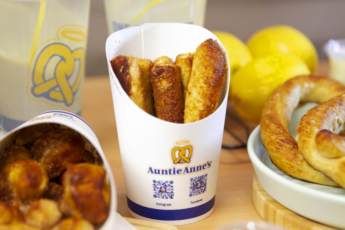外帶外送下午茶推薦「Auntie Anne's分享盒」現烤蝴蝶餅點心+經典冰檸檬太療癒,澱粉控快預訂