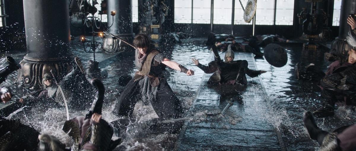 蕭子墨揮舞巨劍眾人閃!下水一整天古裝頭套慘分家