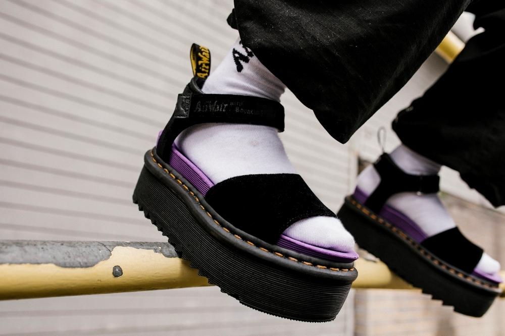 鞋控買起來!Dr. Martens x X-girl聯名再出擊,加入豹紋、紫色小心機帥得很徹底