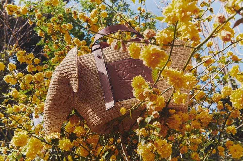 超可愛有沒有!LOEWE超火編織包推大象造型,人手一提吸睛度破表啦!