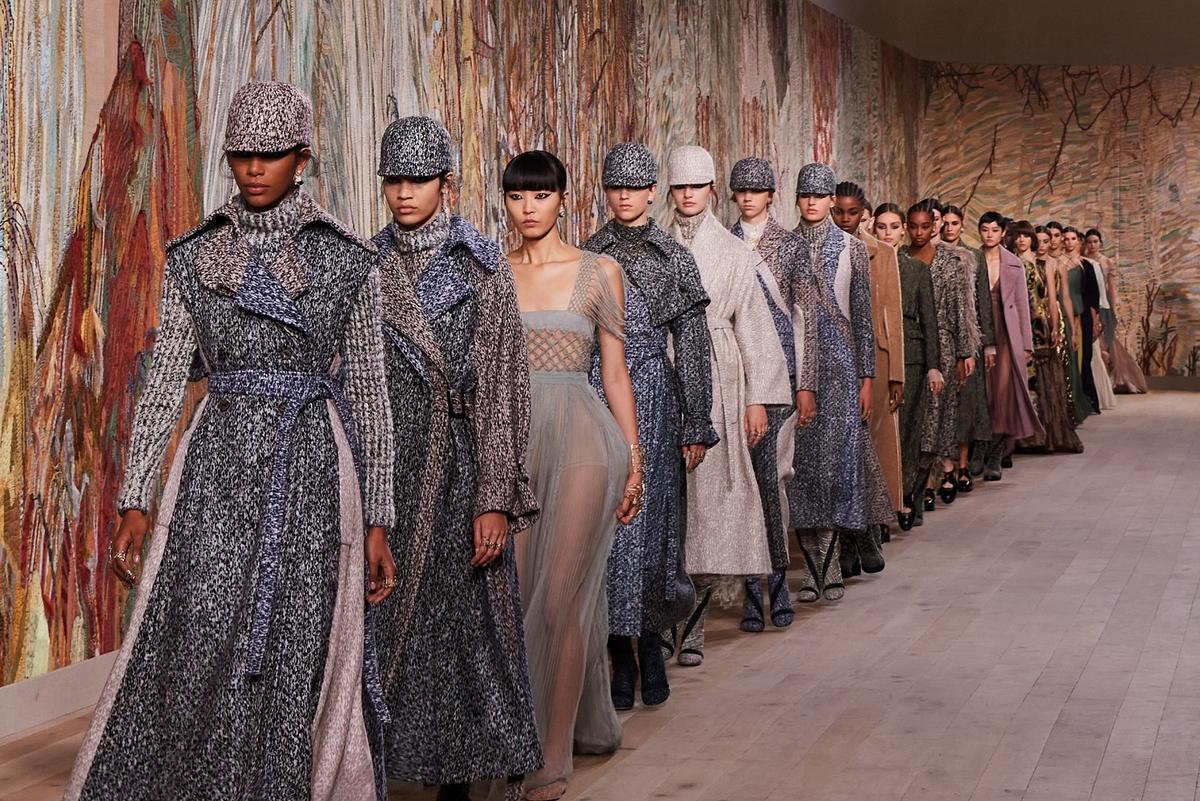 Dior 2021秋冬高訂 用紡織與刺繡連結真實的悸動