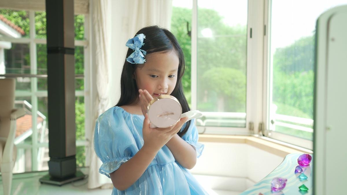 跟著關穎、CC打造蝴蝶結時尚母女裝!玩美居家防疫生活這樣做