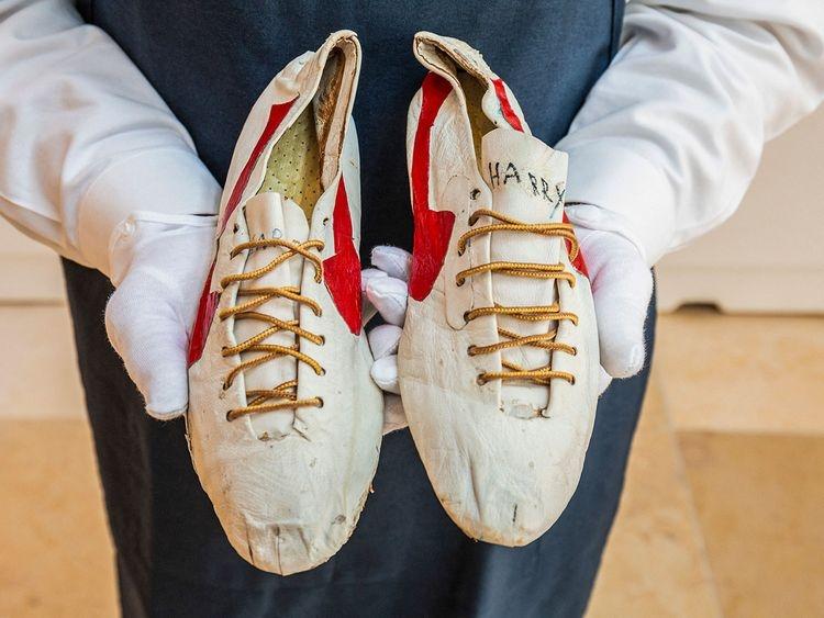 迎接東奧!蘇富比罕見拍賣奧運收藏,麥可·喬丹簽名Converse、元祖級NIKE跑鞋,行家估100 萬美元起跳