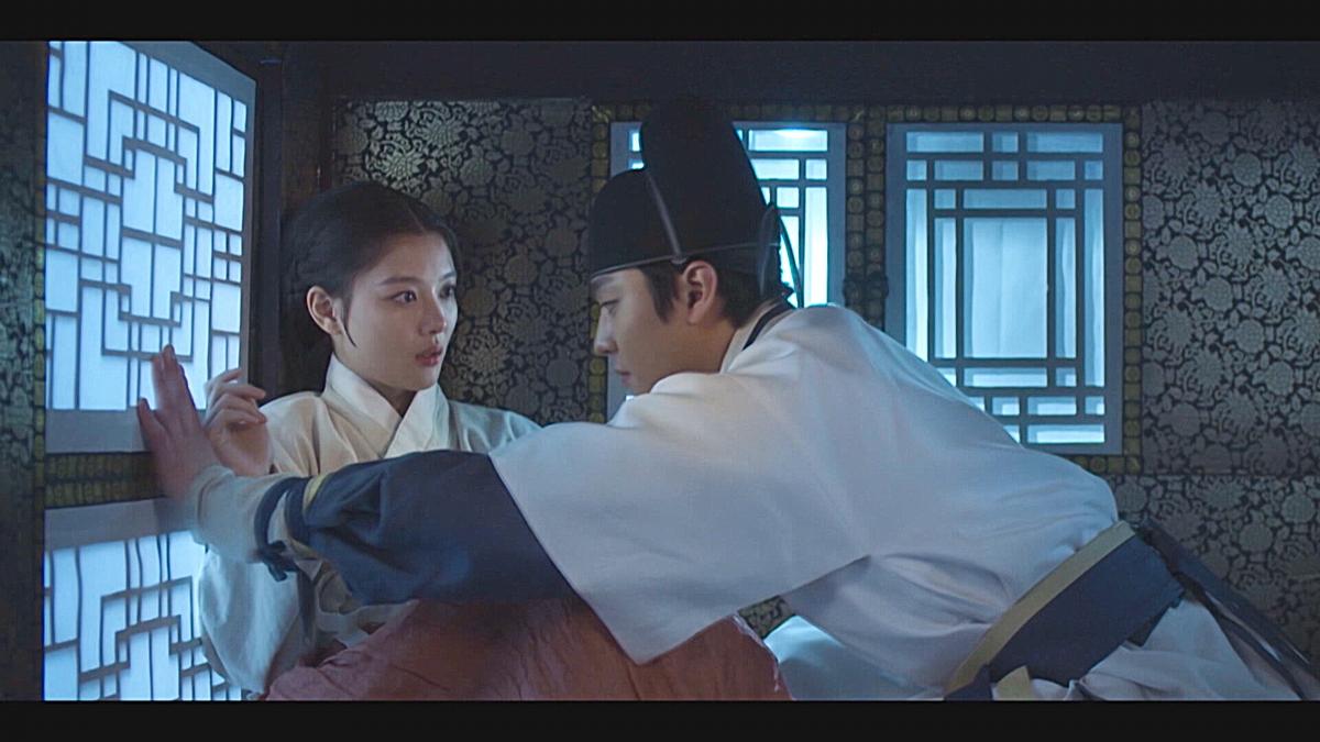 金裕貞唯美「轎咚」超甜!安孝燮拍古裝照樣秀名品腹肌