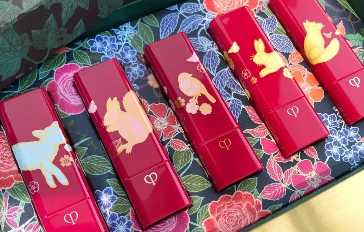 絕美肌膚之鑰【祕密花園】系列必收〜迷人花卉圖騰、兔子、松鼠,都躍然唇膏眼彩上,就連精質乳霜的包裝都美暈人