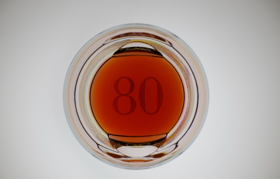 高登麥克菲爾全球最高80年份珍稀威士忌登場!聯手知名建築設計師打造絕美酒瓶、橡木外盒,藏家必收