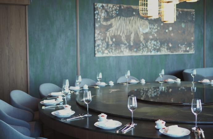 台北101高空餐廳「捌伍添第」主打當代中菜!180度夢幻美景、米其林星廚掌杓、客製化調酒,還有私人包廂預約