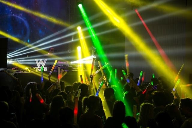 最強女力DJ浩室酷姬在WOOBAR開趴了,線上直播同樂!