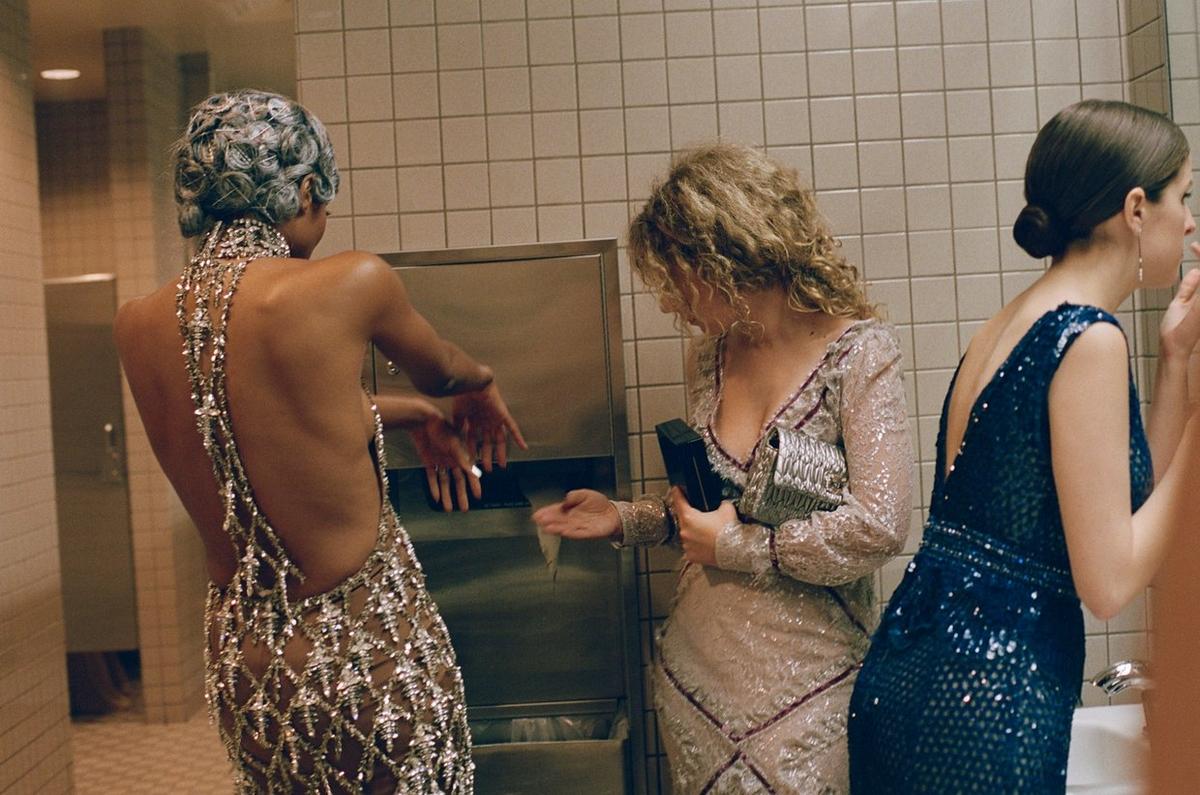 看完這些Met Gala才完整!時尚奧斯卡洗手間「派對」照曝光