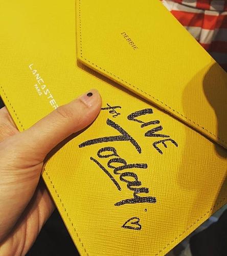 你想在LANCASTER包包上寫什麼字 這位仁兄寫的是...
