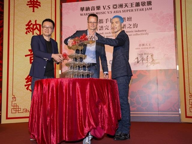 金曲歌王蕭敬騰重情義 合作8年3度嫁華納