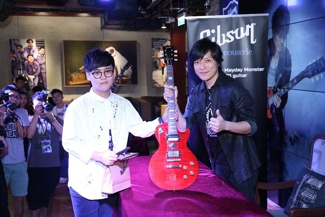 怪獸出簽名木吉他當華人第一 名琴遭瑪莎摔斷不記仇