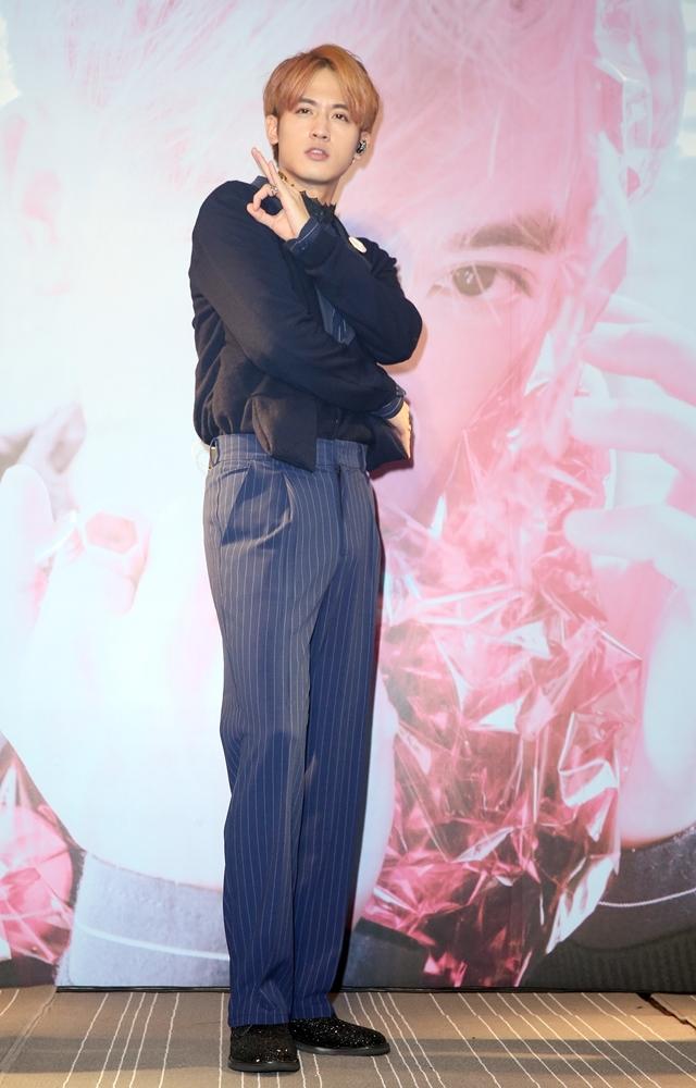 和潘瑋柏男男吻 吳思賢形容像多汁草莓