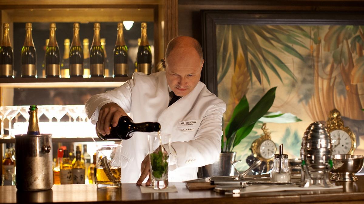 入住巴黎麗茲酒店,在午夜夢迴時跟著心儀的對象墜入最美好的年代