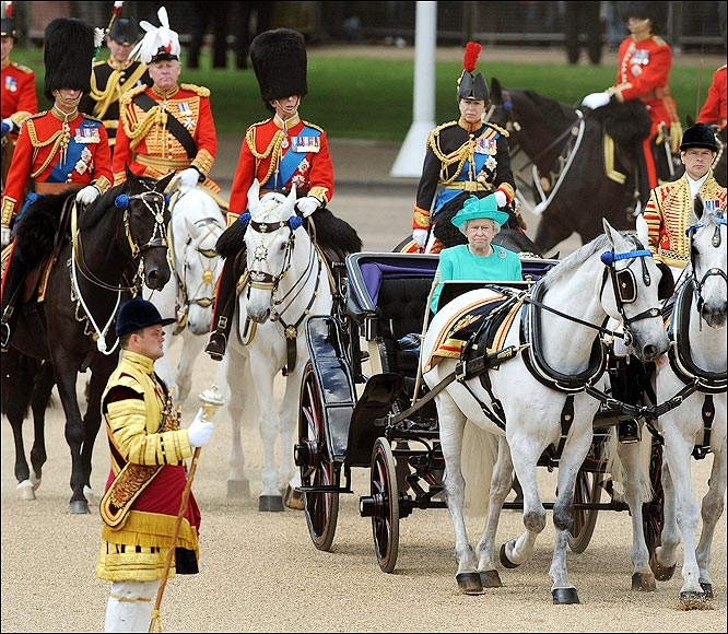有兩個生日就是霸氣:英國女王的官方生日