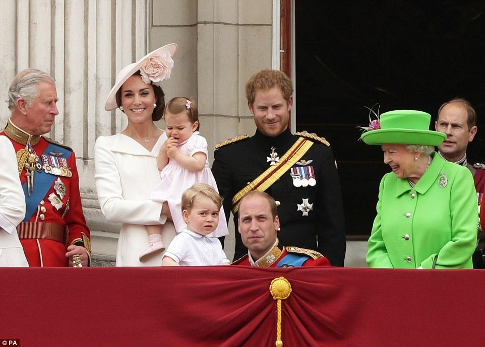 英國最萌兄妹檔!喬治、夏綠蒂合體皇室風範十足