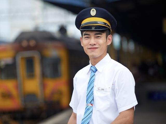 張書豪甩破嗓Man當列車長 搭檔孟耿如談火車戀