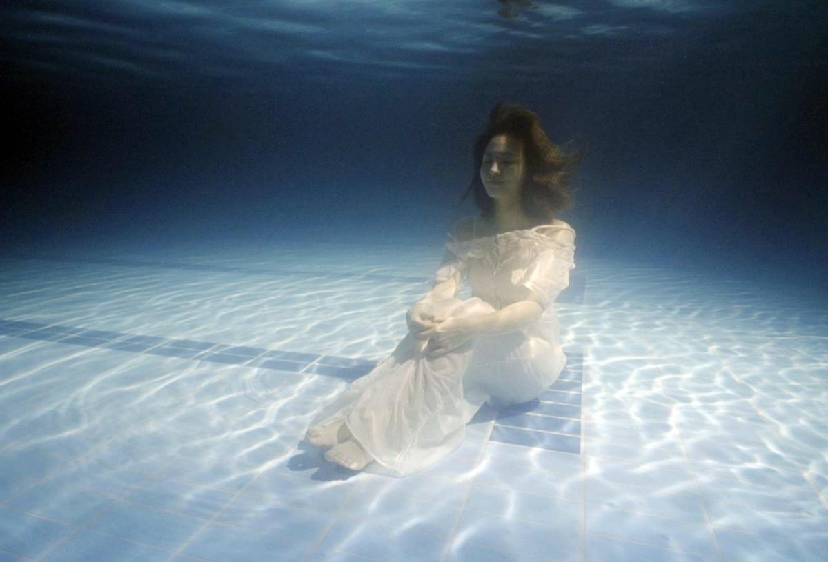 不只水中睜眼還要綁鉛塊?!王傳一魏蔓水底唯美照曝光