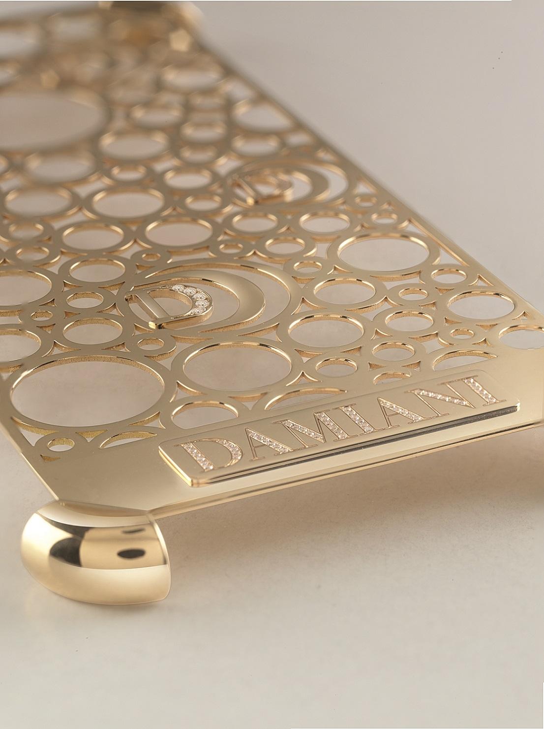人要衣裝,iPhone7手機殼要「金裝」
