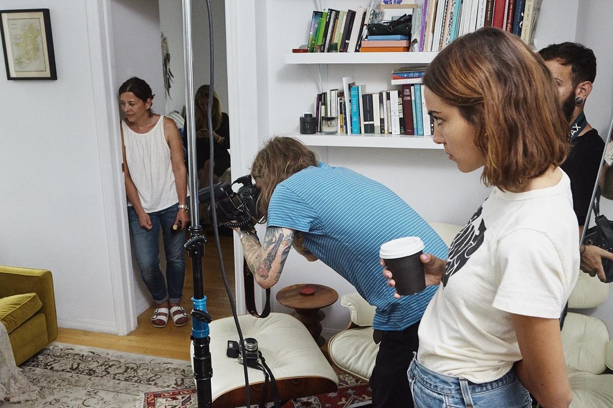 英國IT GIRL Alexa Chung 再添廣告創意總監 完美演繹UGG®Classic II