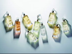 香水控必搜~沒買給自己真的會後悔,「達比玫瑰」一噴就是氣質,輕甜優雅就像滾過玫瑰花床般
