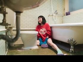 《怪胎》林柏宏3場洗澡戲秀可口人魚線! 謝欣穎失戀猛捶馬桶大哭