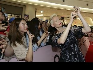 Q版「玉子」豬走首映紅毯 「白女巫」揪韓國影迷玩自拍