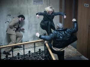 莎莉賽隆打爆男人 好友雷神力拱當007