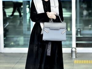 這樣的美人永遠不會遲暮 !韓國第一氧氣美女李英愛機場穿搭,女神狀態超霸氣