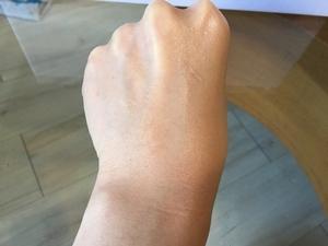 克蘭詩『水感裸肌氣墊粉餅』 為肌膚拍出三層防護盾