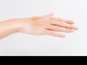 油性肌膚狂出油真的是因為油太多?油性肌膚也要用油保養的四大原因