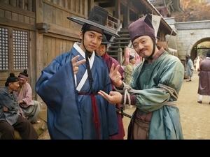 李昇基新片被撲倒 形容吻戲是「衝撞事故」