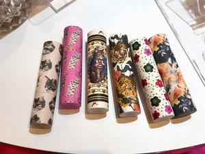 經典貓咪頭設計的護唇膏、全新糖瓷校色隔離乳、珍珠蜜粉、西洋菊保濕唇膏N,通通都在PAUL & JOE 法式美妝馬戲團 等你來收藏