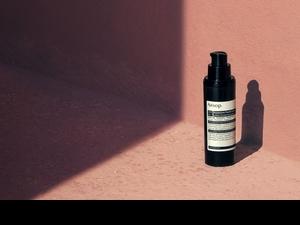 怕油、怕黏、怕厚的男女生們必用的防曬好物,Aesop面部防曬乳液SPF30讓夏天的肌膚好聞又好輕!