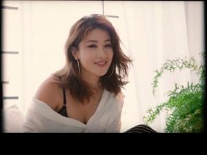 劉明湘衣服沒穿好床戰小鮮肉 網驚:有點辣!