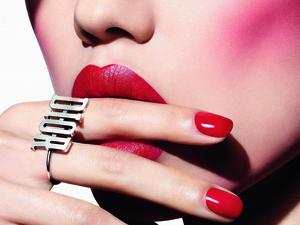 酒紅唇色大勢,微霧質感最受注目~人氣不衰的酒紅色、紫紅色與苺紅色,秋冬通通報到