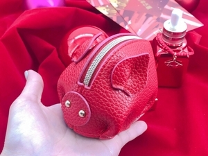 過年必備:雅詩蘭黛小棕瓶發財紅限定版外掛金扇手鏈,還有紅豬小包和520唇膏!
