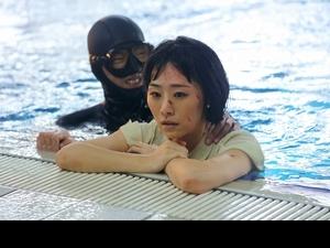 吳可熙颱風天泡5度海水玩爆破! 自嘲劇本應寫「上流社會生活」