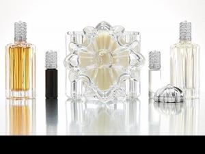 真正的潮味就是要連呼吸之間都超酷!Chrome Hearts推出最搖滾奢華香氛系列,香膏、指甲油、滾珠瓶通通有
