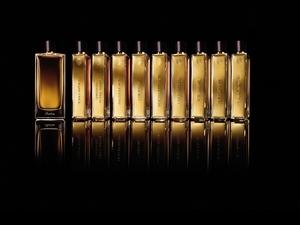 「霧金色的香氛書背,一字排開就像閱讀香氛書本一樣,」嬌蘭藝術沙龍頂級訂製香水系列,鮮明又獨具個人特質的氣味,一聞就愛上