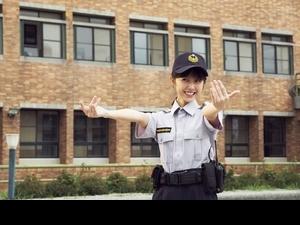 邵雨薇萌扮女警上演「制服誘惑」! 李淳誤吃春藥獻男男吻