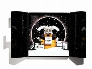 2019年聖誕節就去香奈兒N°5的雪國世界! 每款禮盒打開都會驚喜一次,實在太幸福!