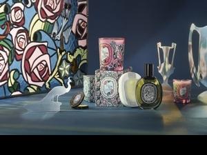 Diptyque第一款柑苔調香氛,情人節限定花都之水淡香精,同時搭配彩繪玻璃透明粉紅玫瑰蠟燭,讓少女心一次大噴發