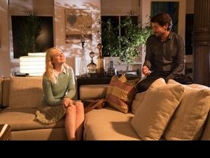 提摩西、裘德洛全愛她!  艾兒芬妮崩壞脫到剩內衣褲