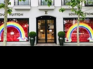 LV開啟彩虹計畫 超美七彩櫥窗,點亮希望與開始